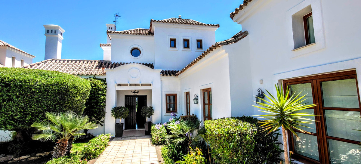 Magnificent Prime located villa front line of la Resina Golf next to the Country Club made with the , Spain
