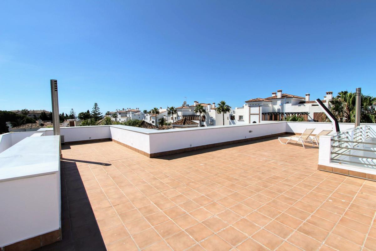Villa en Venta en San Pedro de Alcántara – R3229714