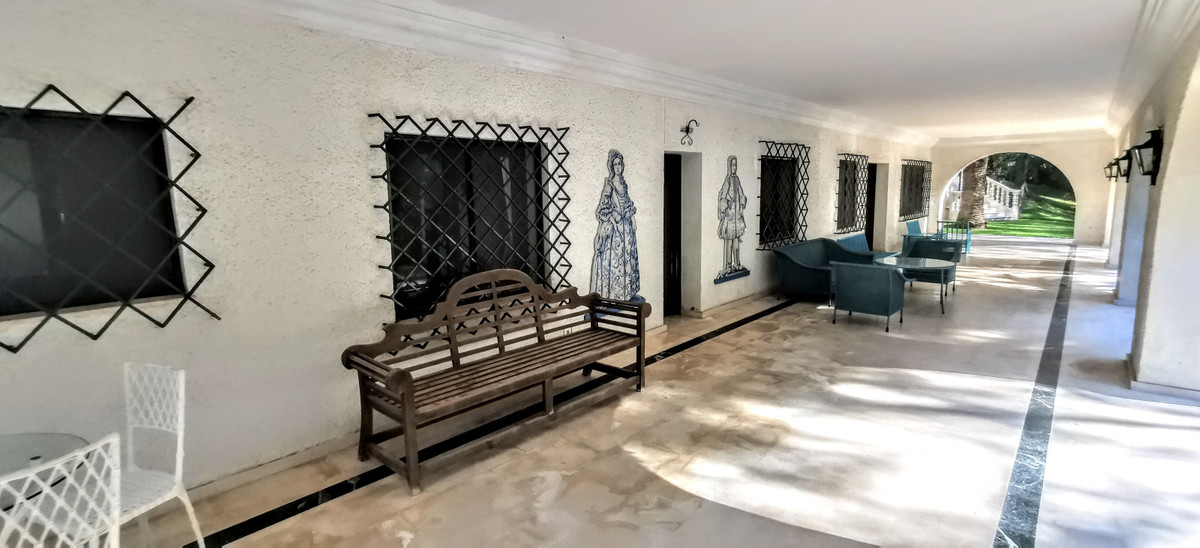 6 Bedroom Villa For Sale - Sierra Blanca