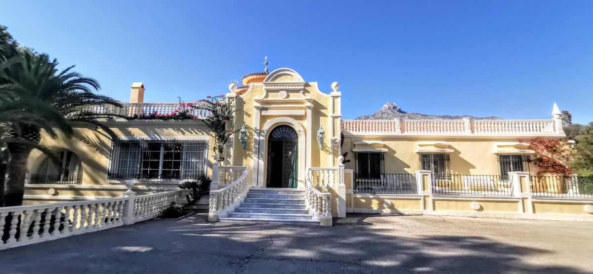 Villa – Chalet en Venta en The Golden Mile – R12150