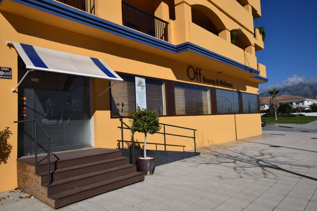 Currently equipped and running as a Wellness centre this was originally a three bedroom groundfloor ,Spain