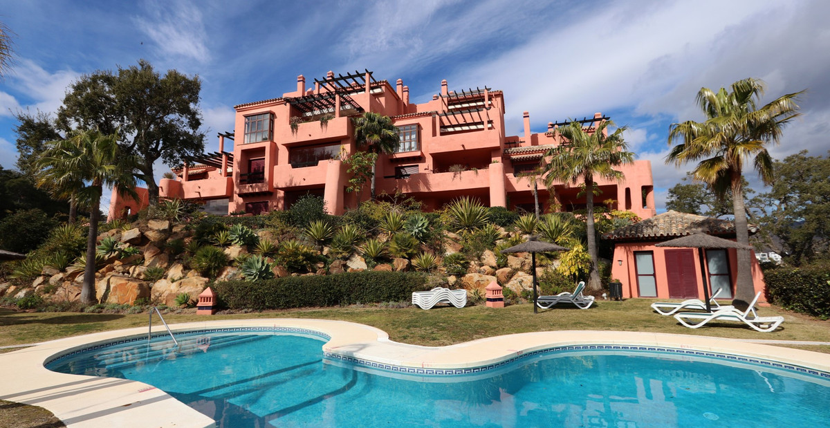 Excellent and well presented 1st floor luxury apartment situated in an idyllic setting, located in a,Spain