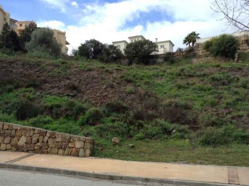 Building plot for construction of a family house - building volume is 315.84 square meters. Located ,Spain