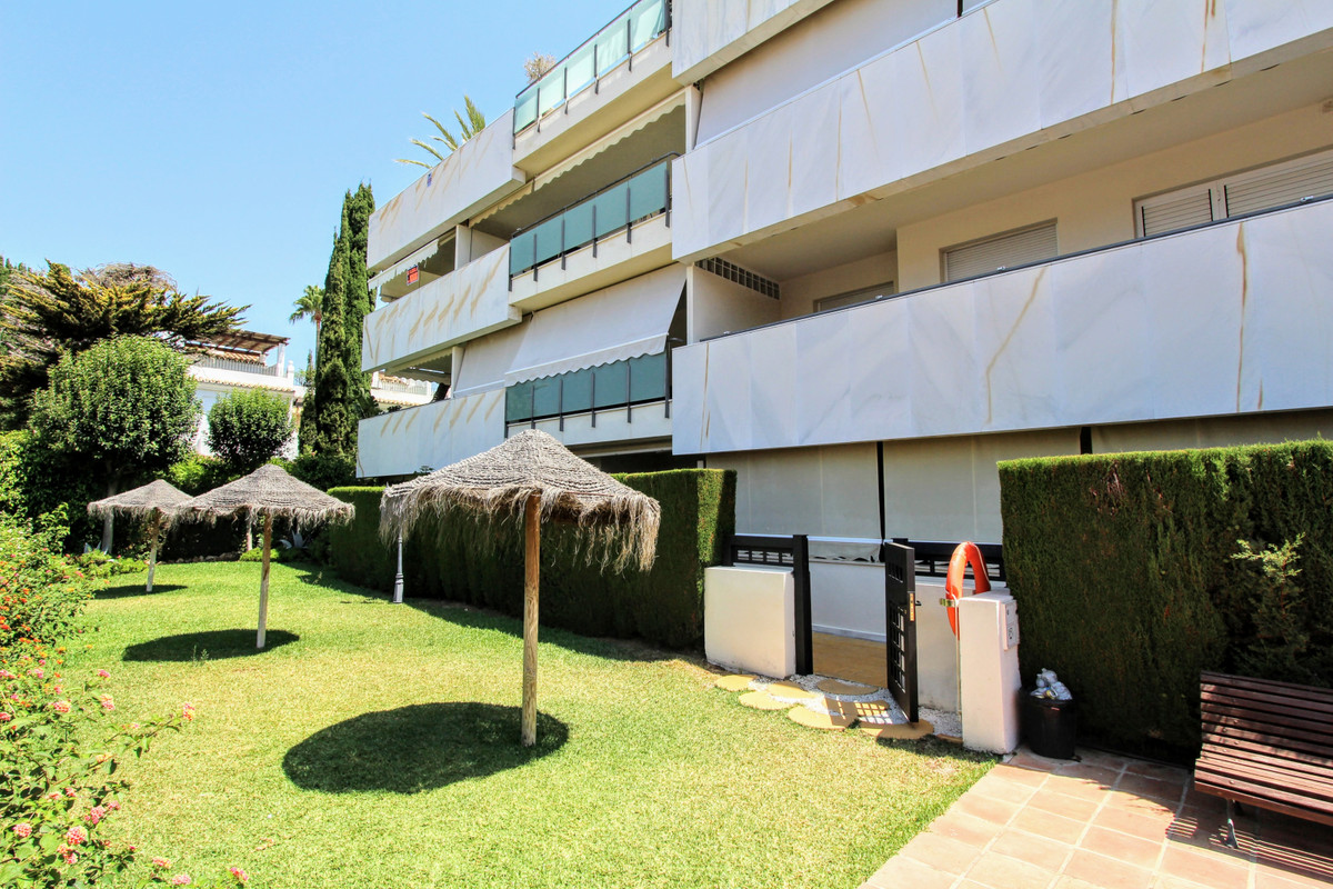 Just reduced from 265.000€! This spacious one bedroom garden apartment is situated in a small gated ,Spain
