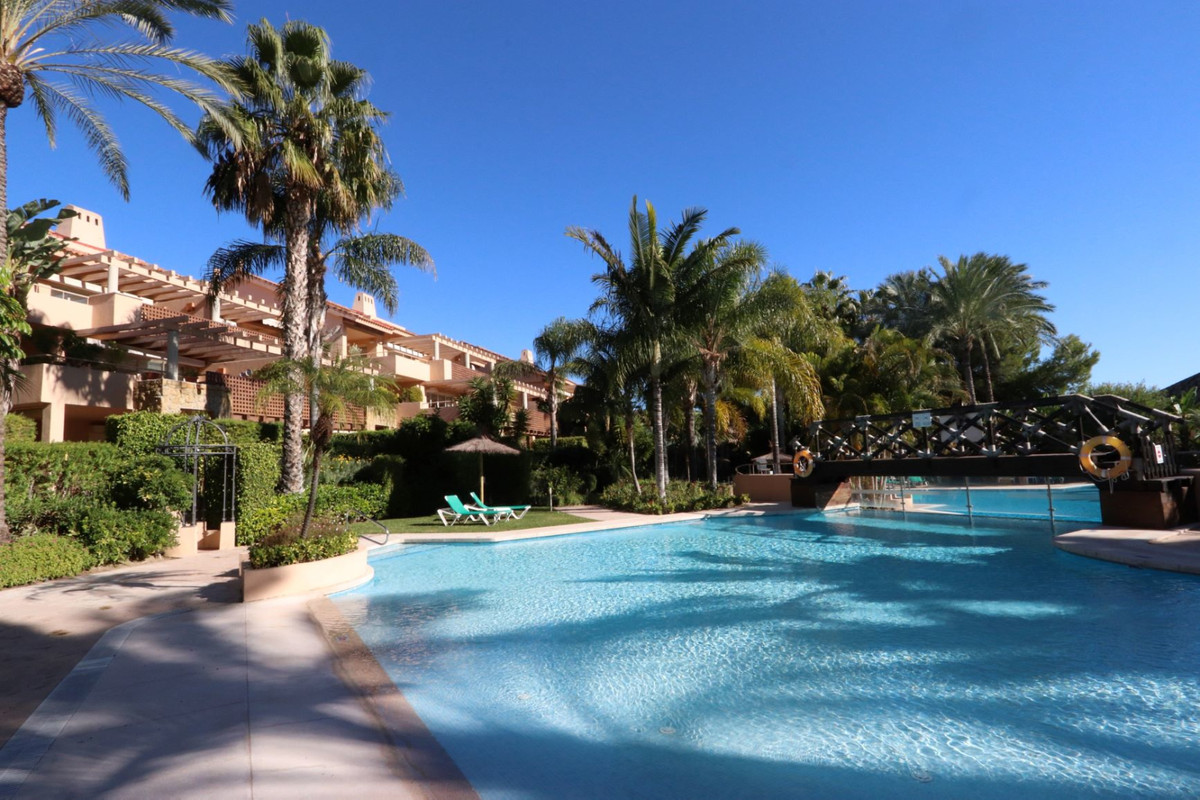 The spacious apartment of 148 m2, located on the 1st floor, consists of 2 spacious bedrooms, 2 en-su,Spain
