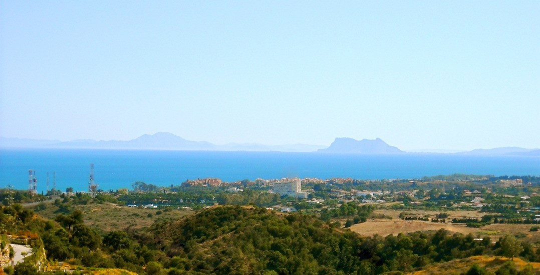 This is a relaxing and naturally idylic residential enclave in the highly sought after New Golden Mi, Spain