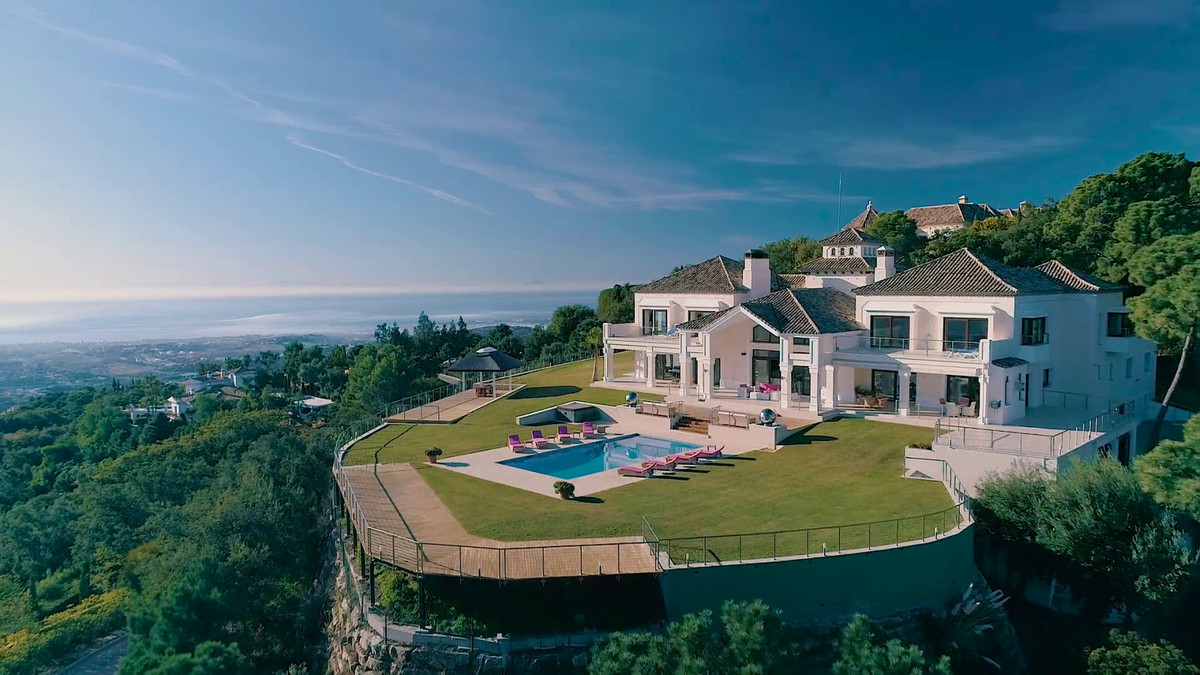 One of the most impressive villas currently on the market, close to the south gate, in the secure, g, Spain