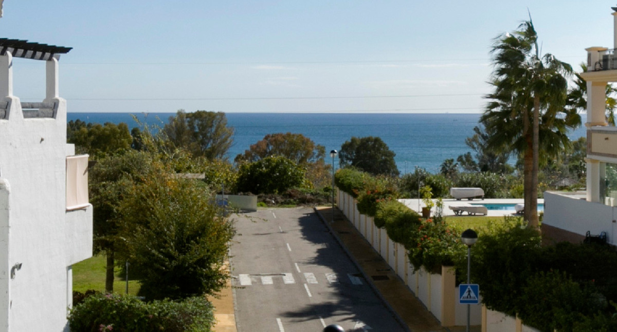 Beautiful penthouse with sea views in top development only ten minutes walk from the beach and less ,Spain