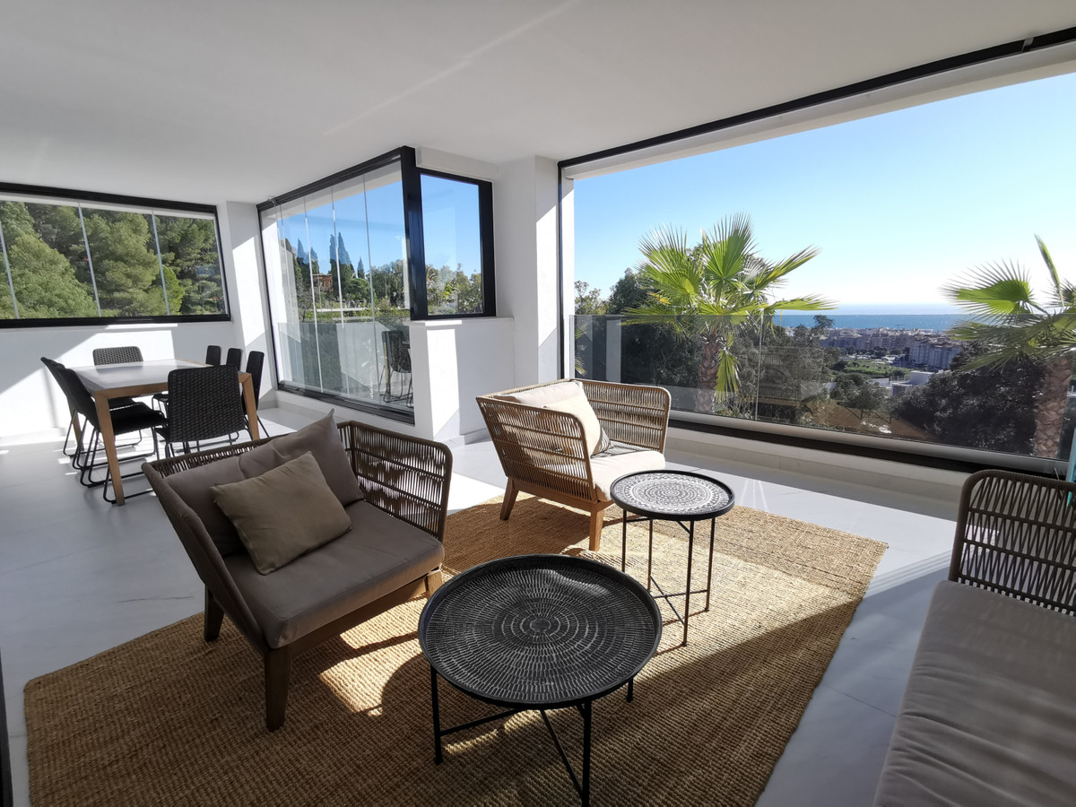 Spacious corner apartment, with fantastic panoramic views of the Mediterranean Sea and the town of E,Spain