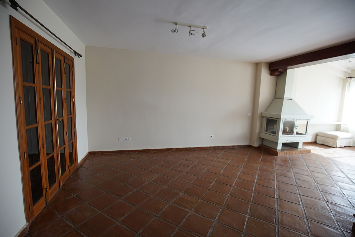 Semi-Detached House in Guadalmina Alta