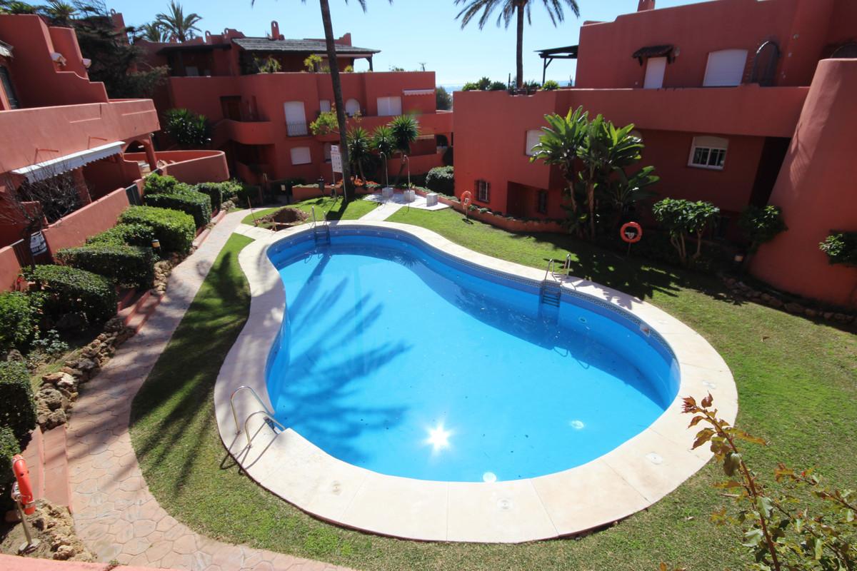 Marbella Banus Apartamento Planta Media en Venta en Marbella – R3627923