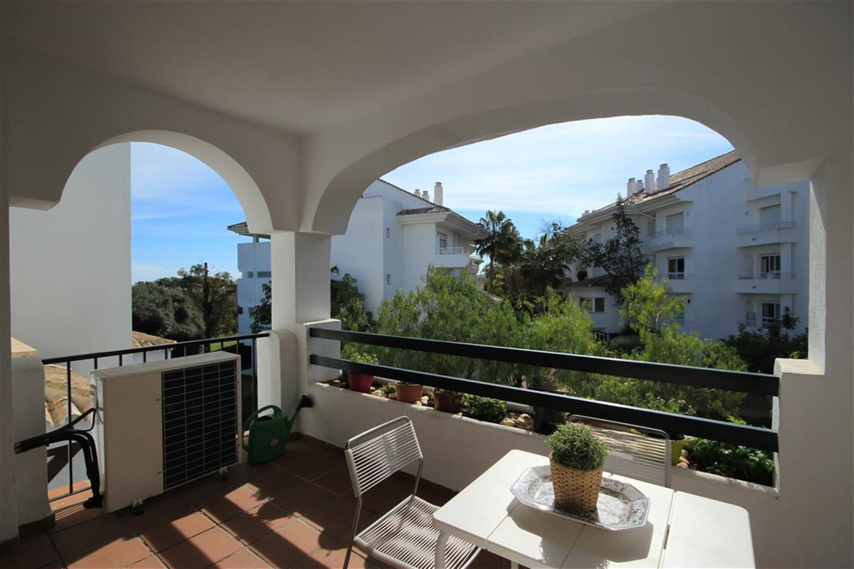 Middle Floor Apartment, Guadalmina Baja, Costa del Sol. 3 Bedrooms, 2 Bathrooms, Built 125 m², Terra, Spain