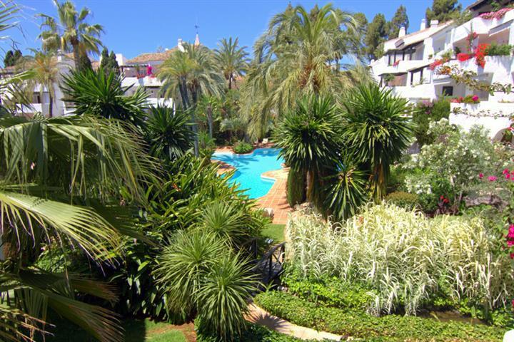 Marbella Banus Apartamento Planta Media en venta en The Golden Mile – R1960872