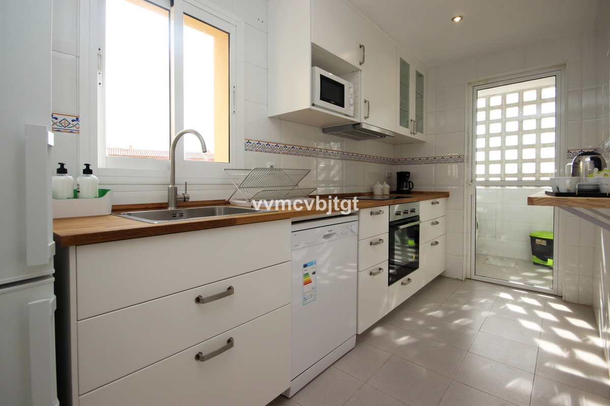 With many details, recently renovated kitchen and absolutely all exterior. Terrace, air conditioning, Spain