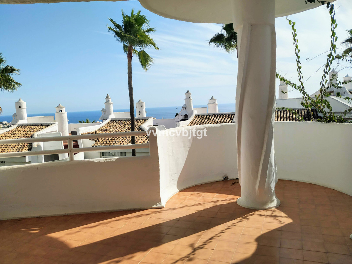 Spacious apartment in the upper area of Calahonda, Mijas Costa. Steps from the Miel y Nata restauran, Spain