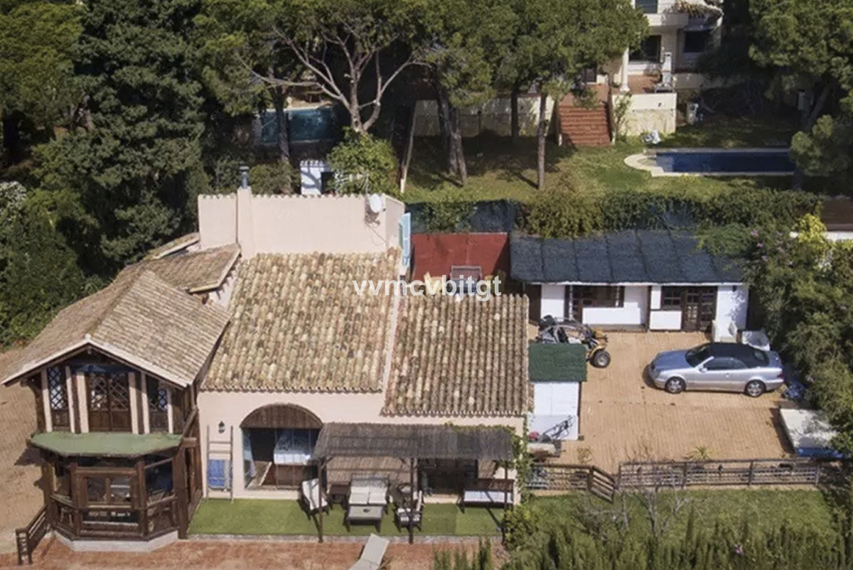 SUPER VILLA FOR INVESTORS LOOKING FOR BARGAINS TO RENOVATE !!! This great investment is located in t, Spain
