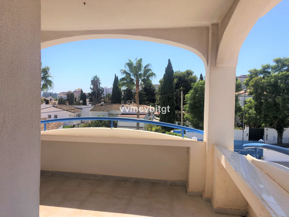With an unbeatable location as it is very close to the beach and Puerto Marina, but in a very quiet ,Spain