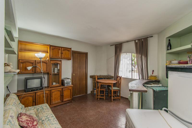 Top Floor Apartment in La Campana for sale