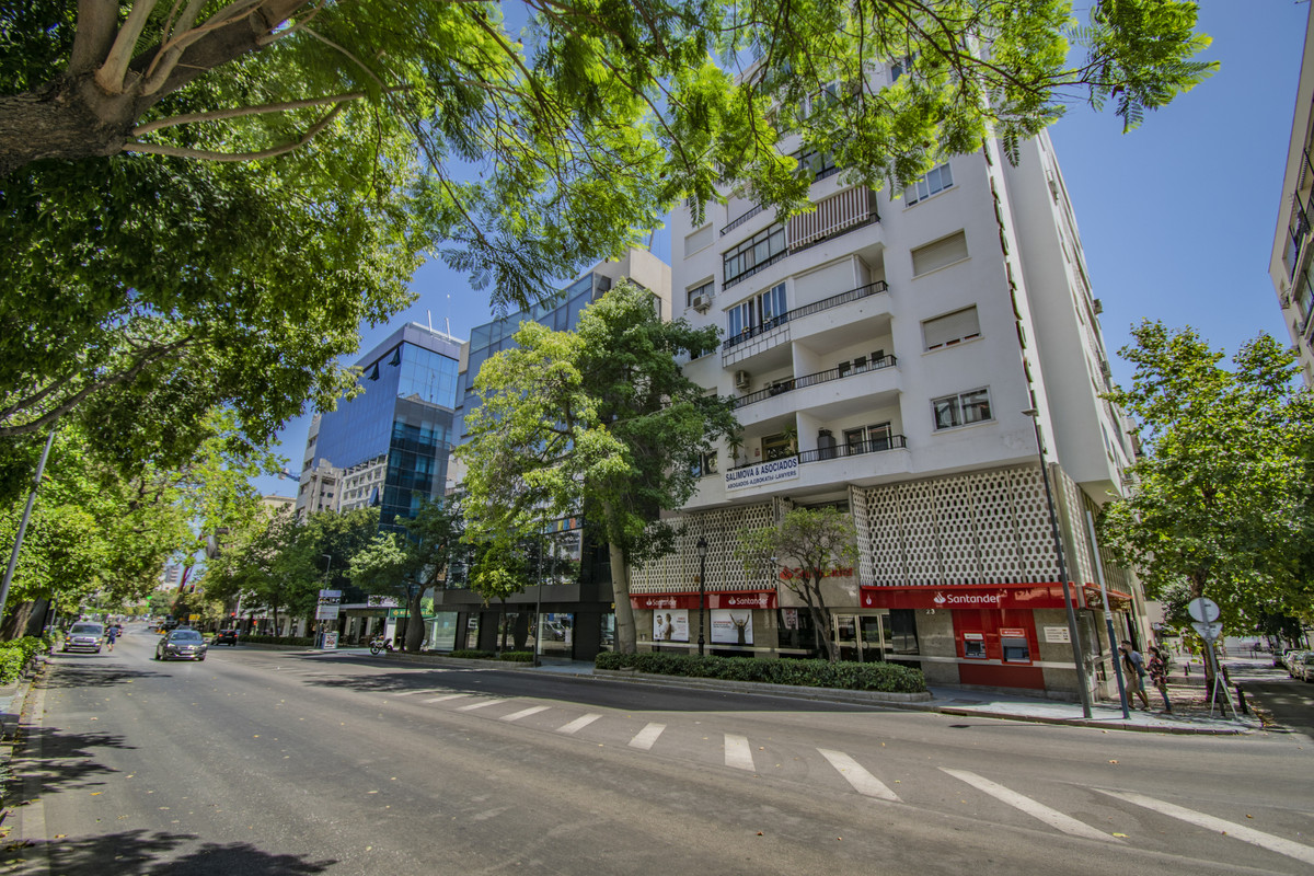 Commercial premises in Marbella reduced to €99.900 Located in the heart of Marbella next to banks, n,Spain