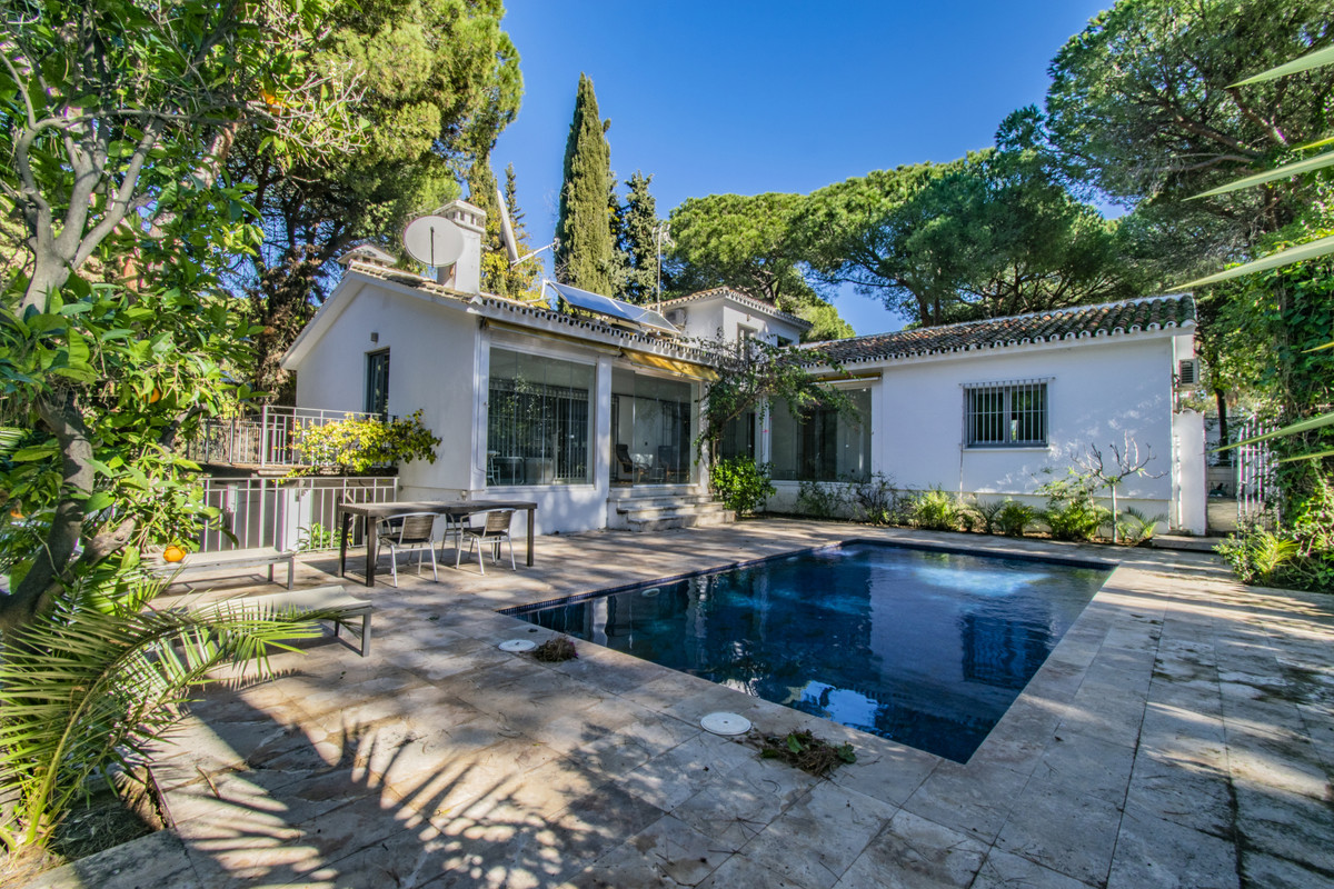 OPPORTUNITY IN MARBELLA - NEXT TO THE GOLDEN MILE - REDUCED FROM € 999,000 TO € 799,000! Fantastic i,Spain