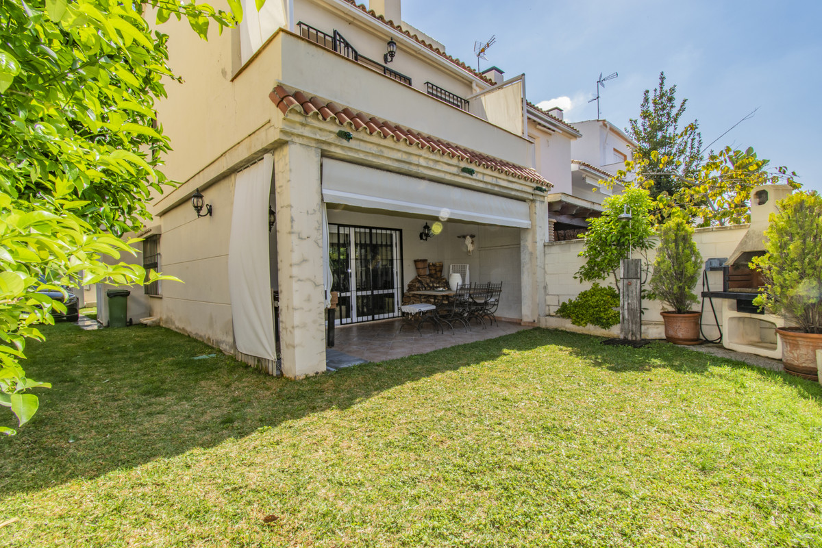 TOWNHOUSE WITH GARDEN IN MARBELLA Townhouse in Marbella near the bus station a few minutes from the ,Spain