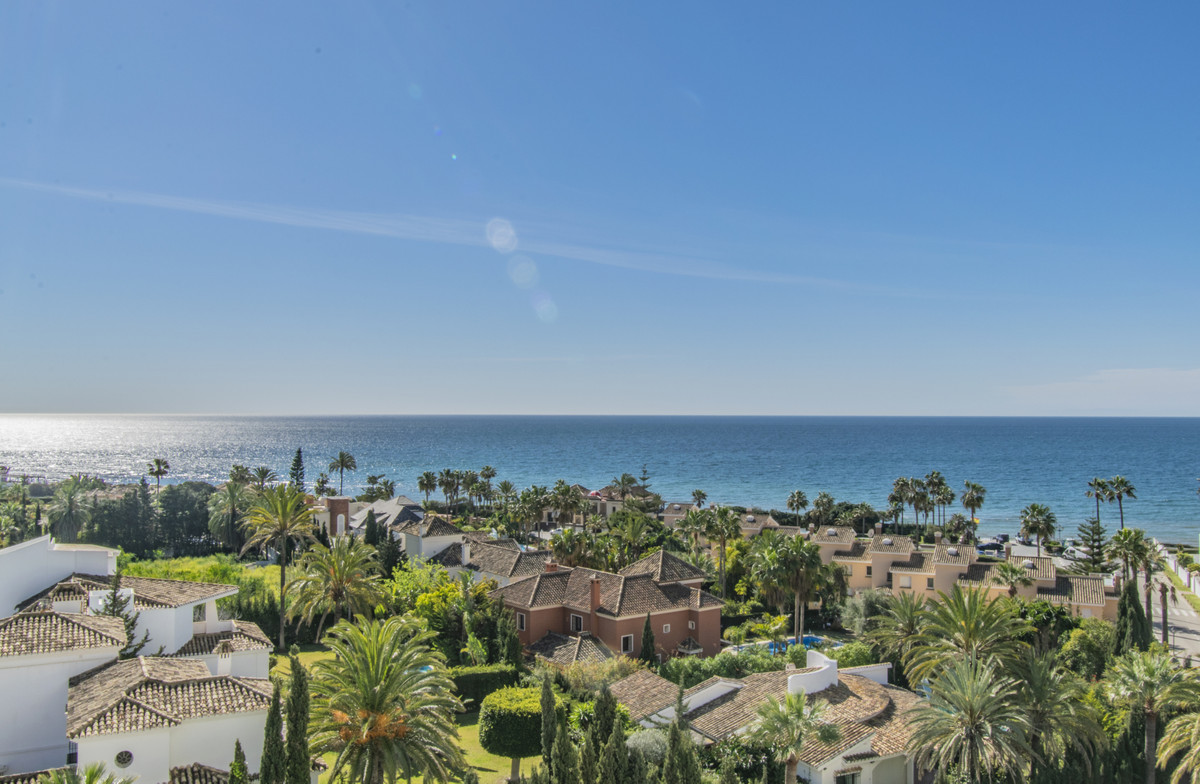 STUDIO WITH SEA VIEWS NEXT TO THE BEST BEACHES OF MARBELLA Located in the El Rosario area, just 200 , Spain
