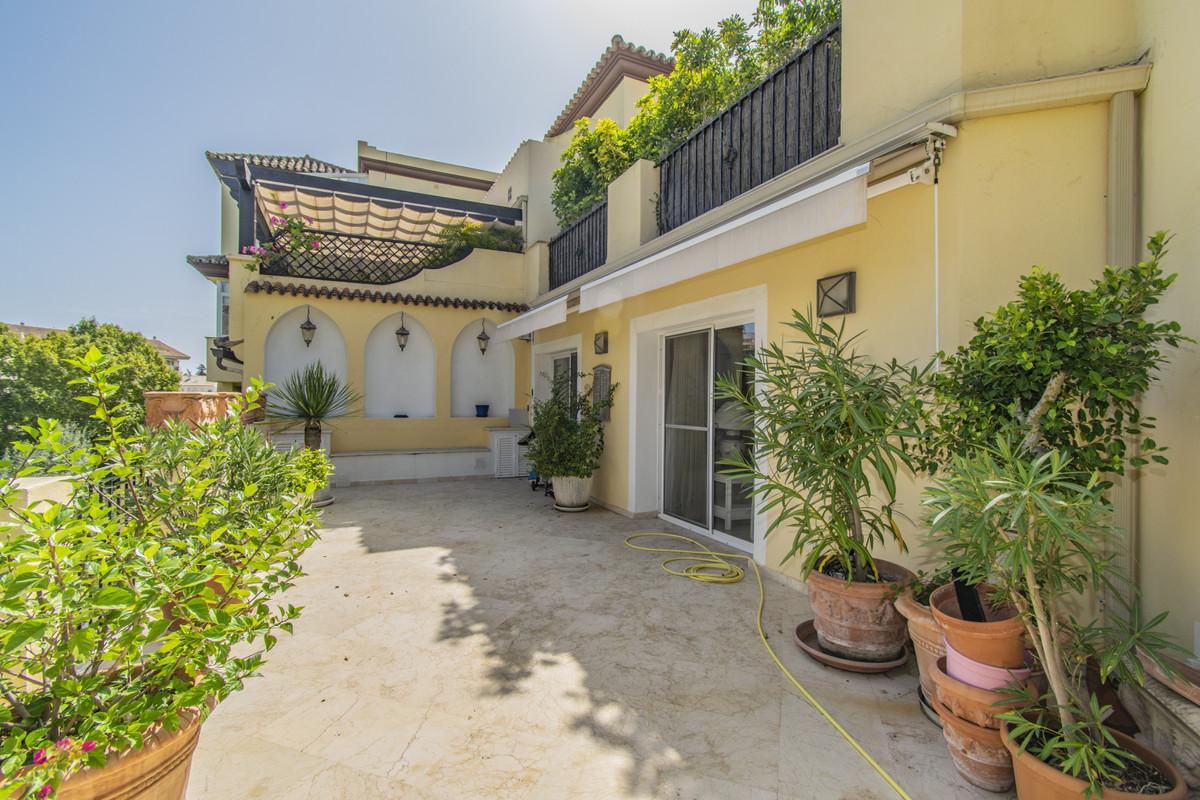 Apartamento en Venta en Guadalmina Alta – R3719906