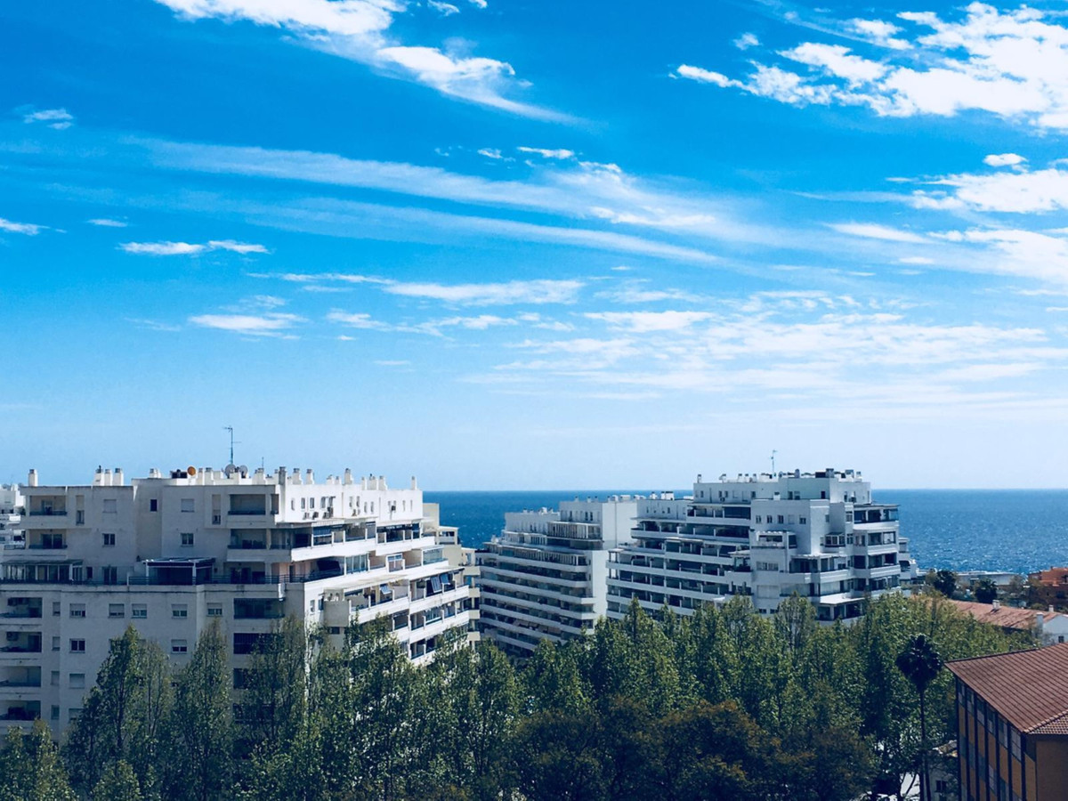 OPPORTUNITY IN MARBELLA WITH SEA VIEWS AND WALKING TO THE BEACH Apartment located in the center of M,Spain