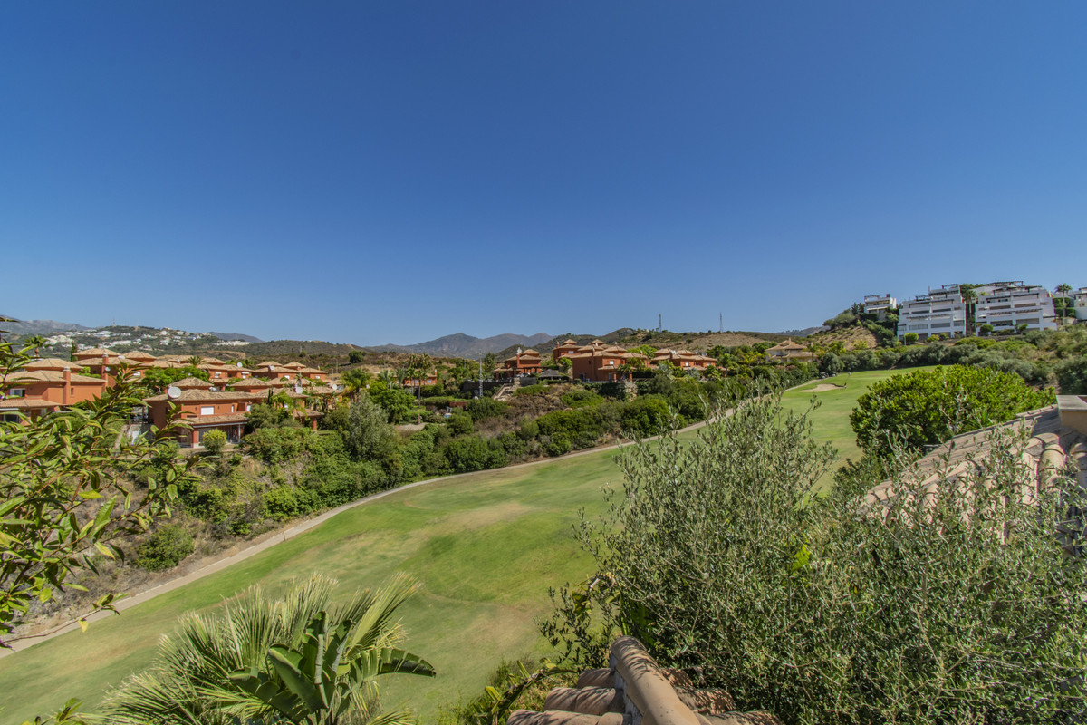 RENOVATED HOUSE ON THE FIRST LINE OF GOLF Fantastic property located in one of the most demanded urb,Spain