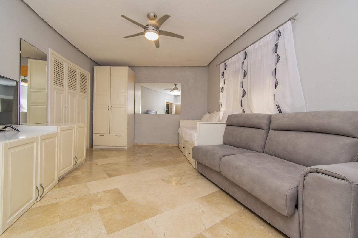 Apartamento en Venta en Marbella – R3683174