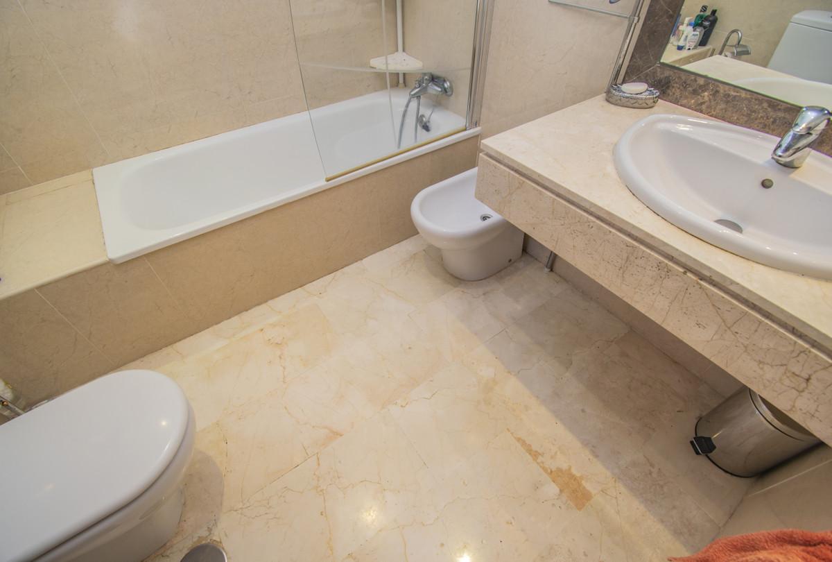 Apartamento Planta Media en Venta en Costalita – R3704480