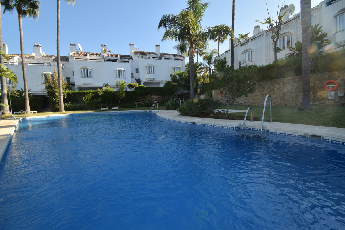 Marbella Banus Adosada en Venta en The Golden Mile – R3685307