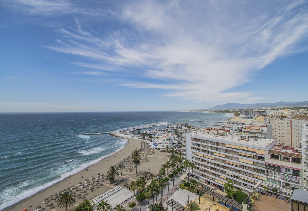 FIRST BEACH LINE IN MARBELLA WITH AMAZING SEA VIEWS! Excellent apartment on the beachfront with sea , Spain