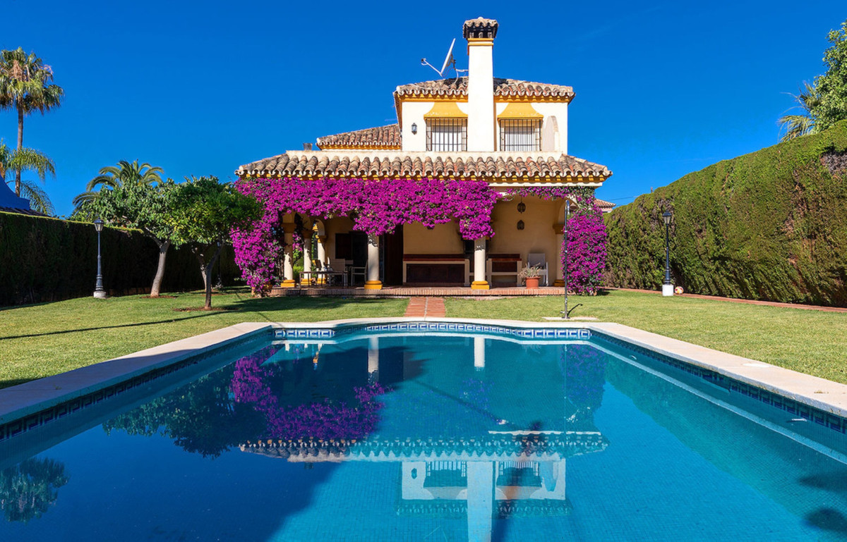 Independent villa in Marbella, located in a quiet area a few minutes from the center of Marbella and,Spain