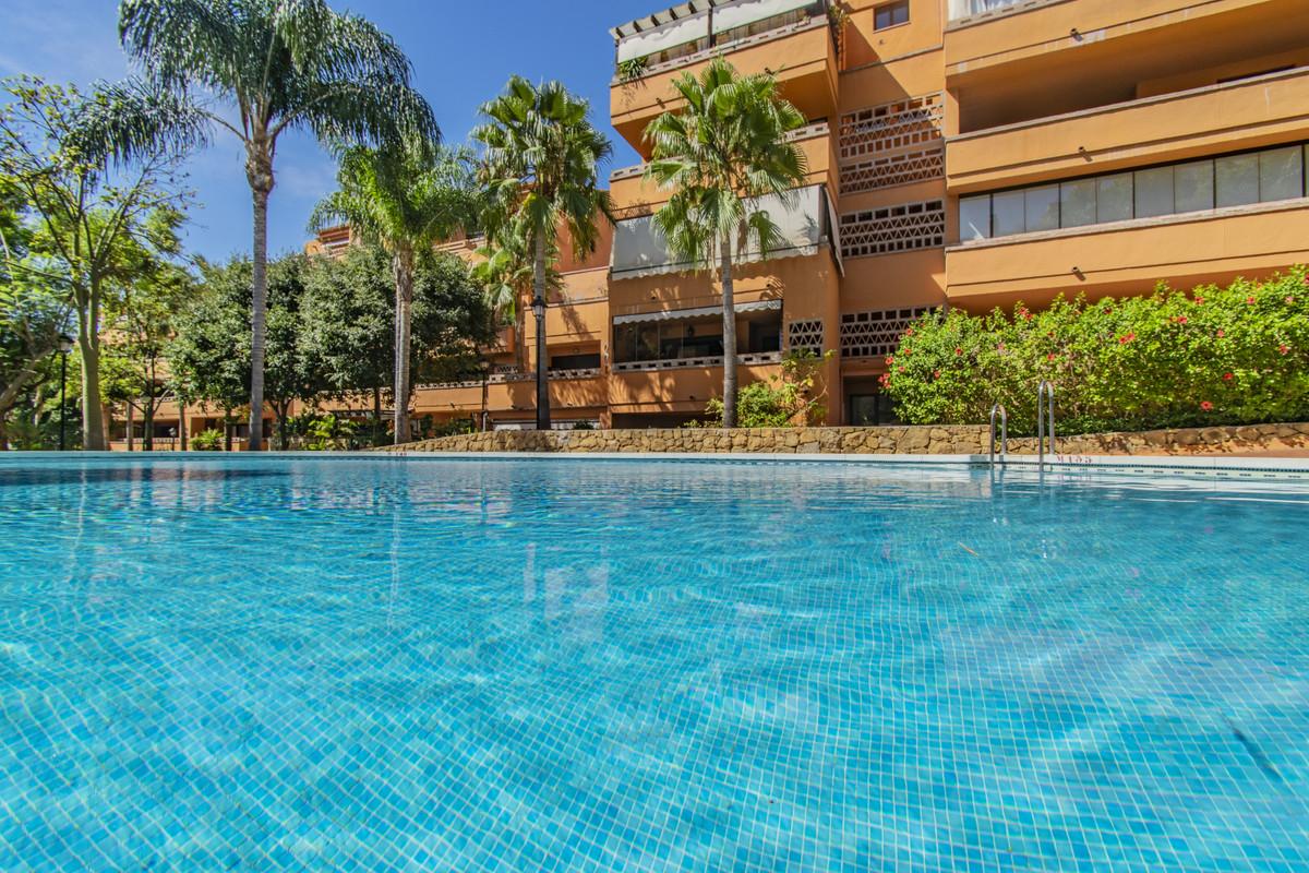 Marbella Banus Apartamento Planta Media en Venta en The Golden Mile – R3737416