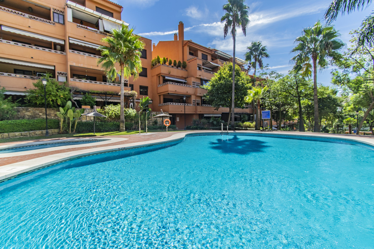 Apartamento Planta Media en Venta en The Golden Mile – R3737416