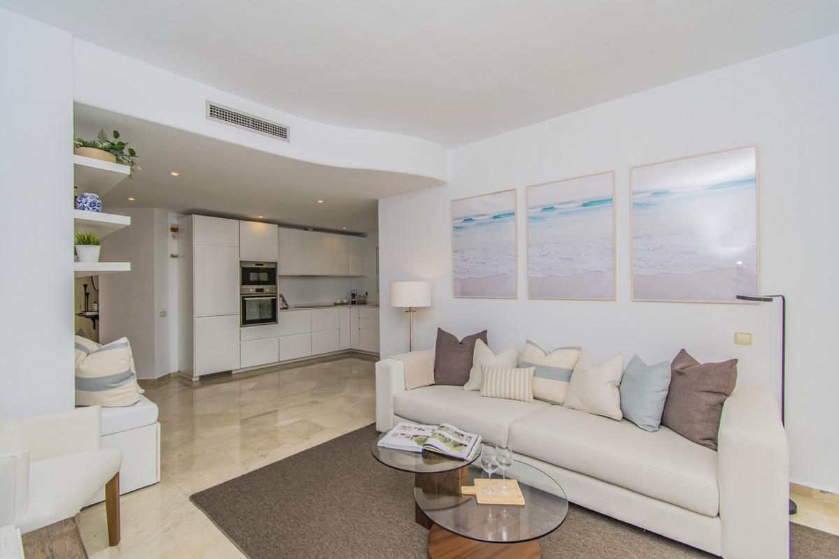 Apartamento Planta Media en Venta en Río Real – R3733984