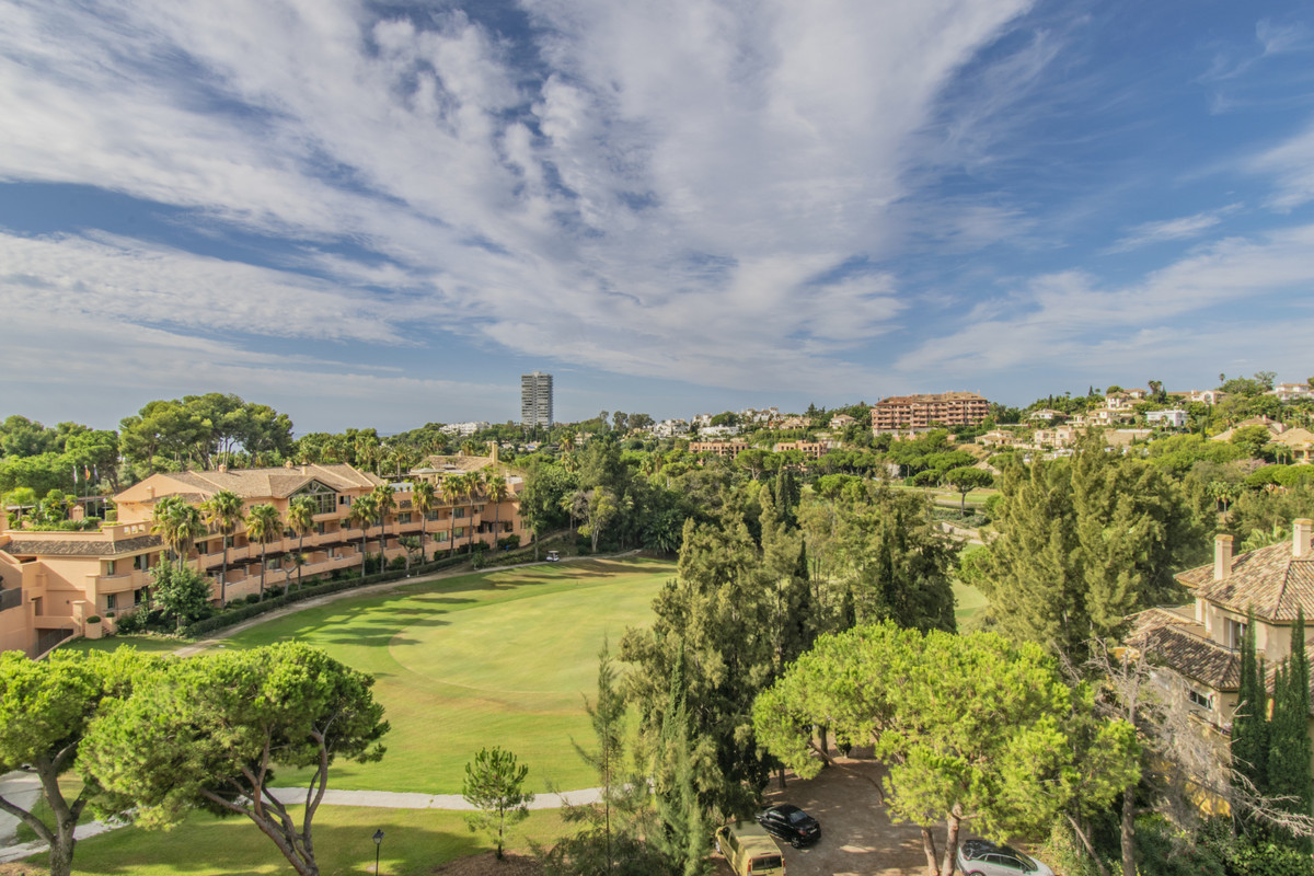 OPPORTUNITY WITH VIEWS IN RIO REAL Property located in the exclusive area of Rio Real, next to the g,Spain
