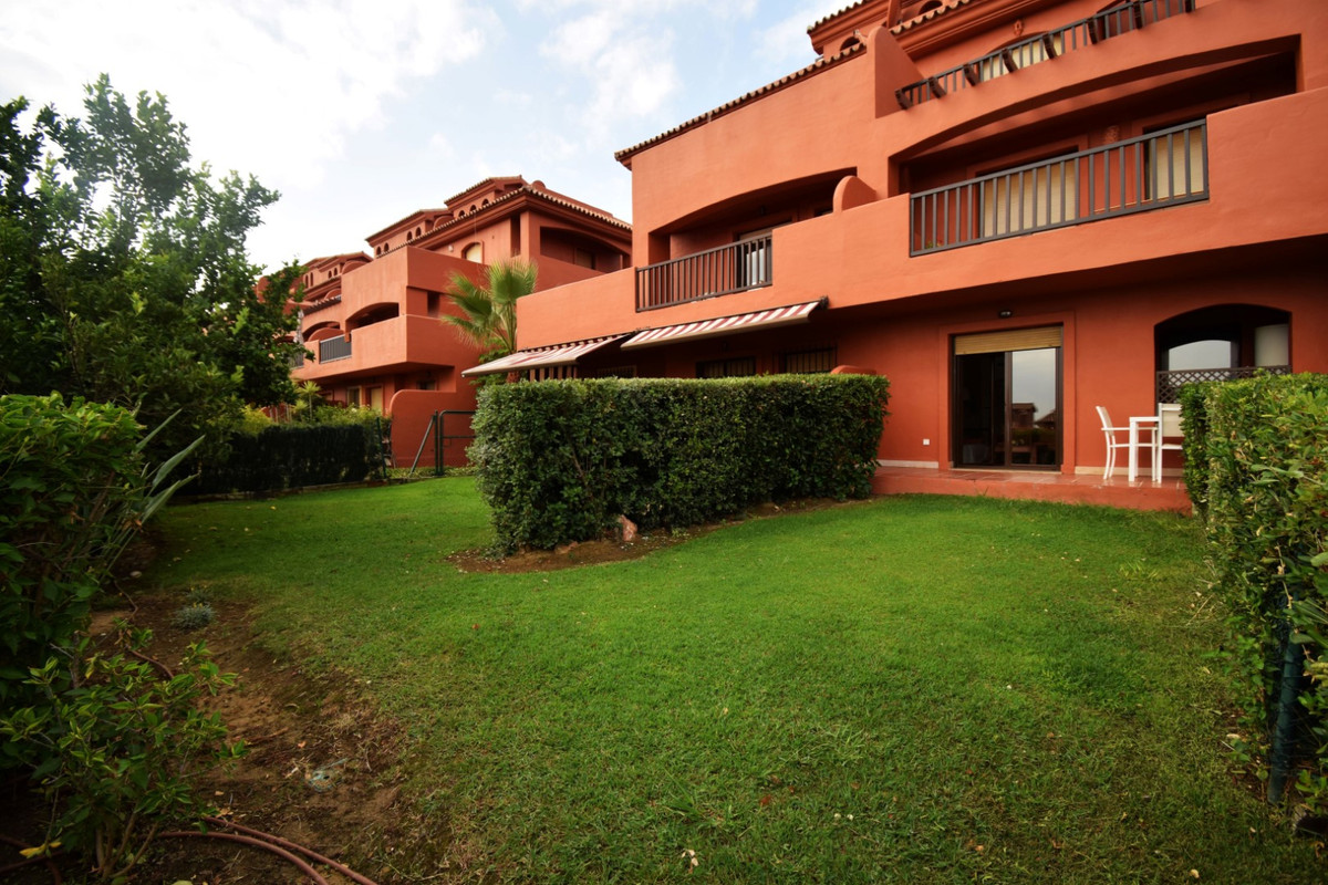 Excellent property located a few minutes from Estepona, in an exceptional complex next to the golf c, Spain