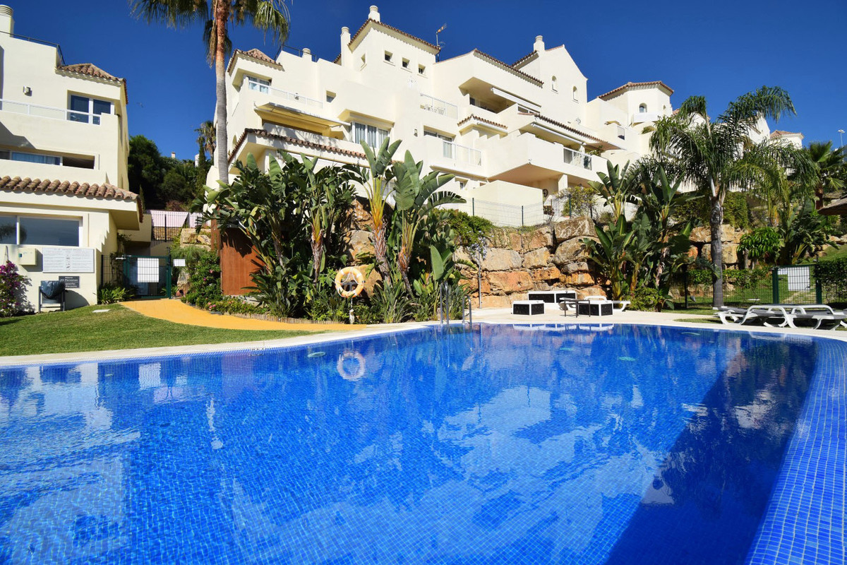 4 BEDROOM PENTHOUSE WITH LARGE TERRACES AND SEA AND GOLF VIEWS Excellent property located in the are,Spain