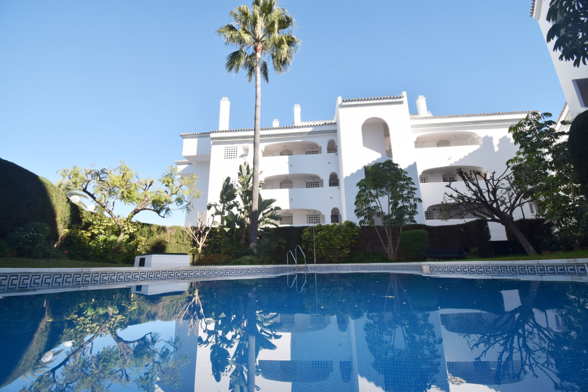 THE BEST PRICE OF THE AREA!! Fantastic property in the exclusive area of Guadalmina baja, on the fir, Spain