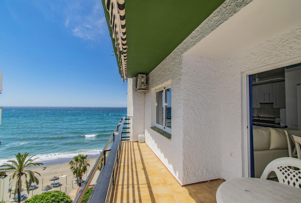 FIRST BEACH LINE IN MARBELLA WITH SEA VIEWS! Excellent apartment on the beachfront with sea and moun, Spain