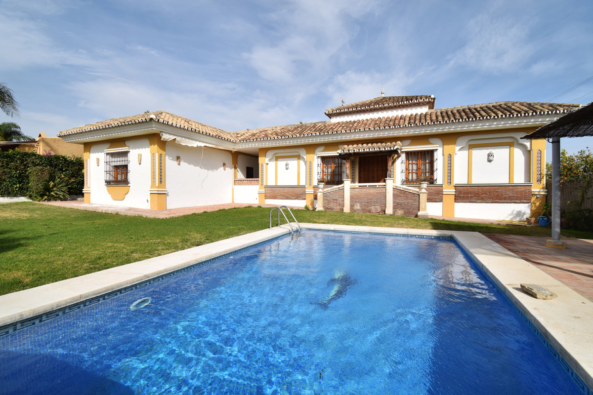Opportunity in Guadalmina Alta, reduced from €995,000€ to 899,900€ Villa on one floor built on a lar, Spain