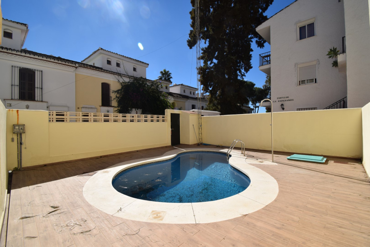 Townhouse for sale in Estepona R3471391