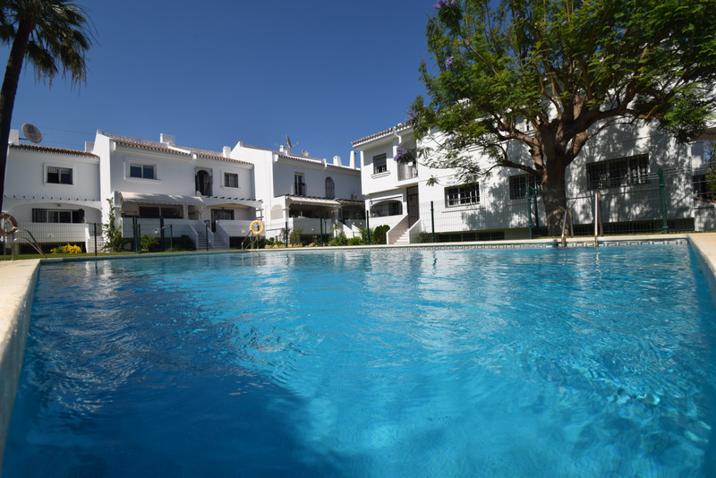 Maisons de ville à vendre à Nueva Andalucia 4
