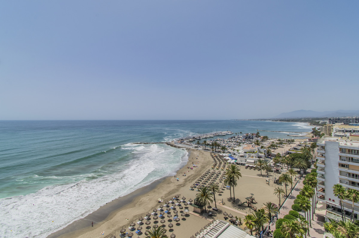 FIRST BEACH LINE IN MARBELLA WITH AMAZING SEA VIEWS! Excellent apartment on the beachfront with sea ,Spain
