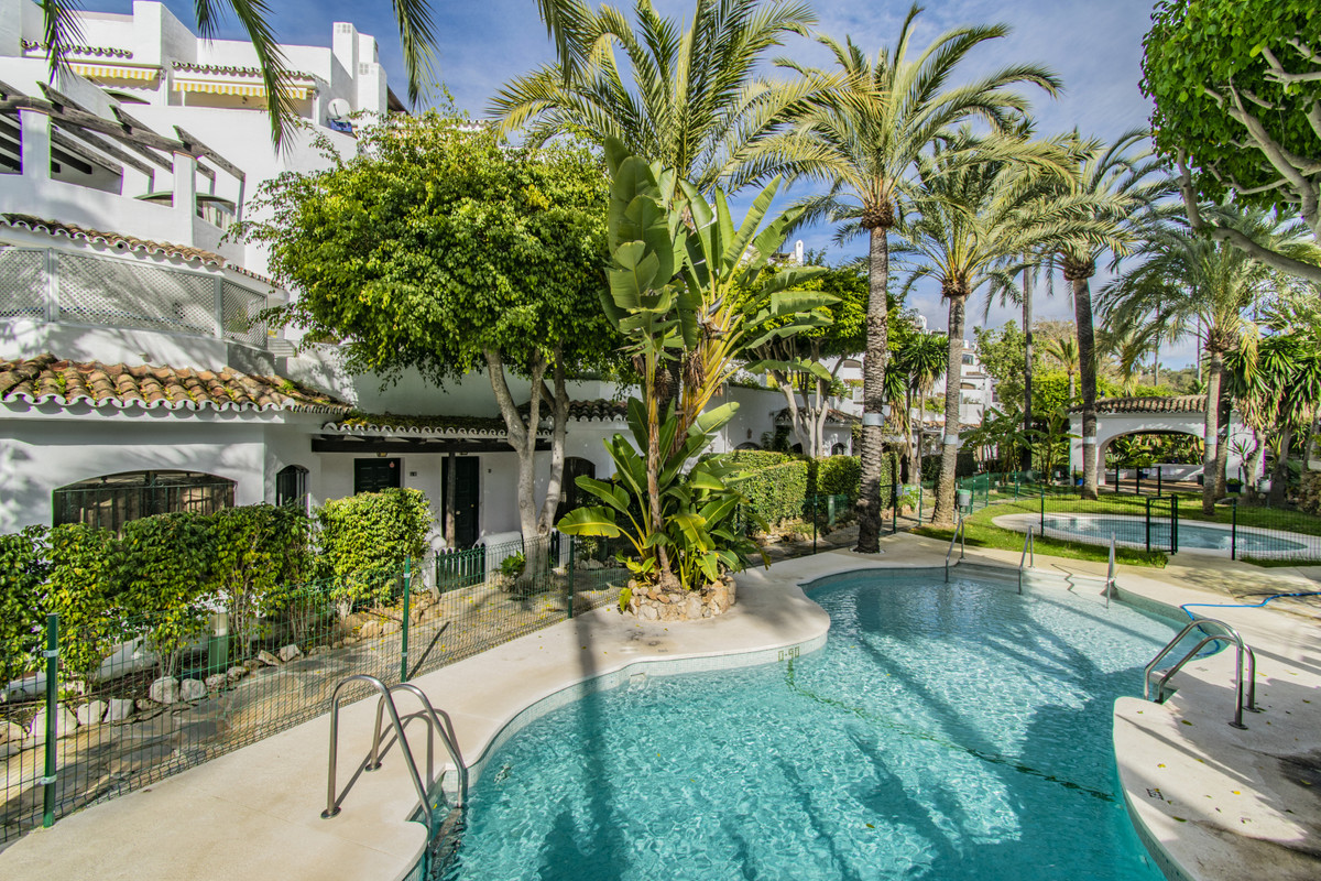 URBANIZATION ON THE FIRST LINE OF THE BEST BEACHES IN MARBELLA Fantastic property, located in one of,Spain