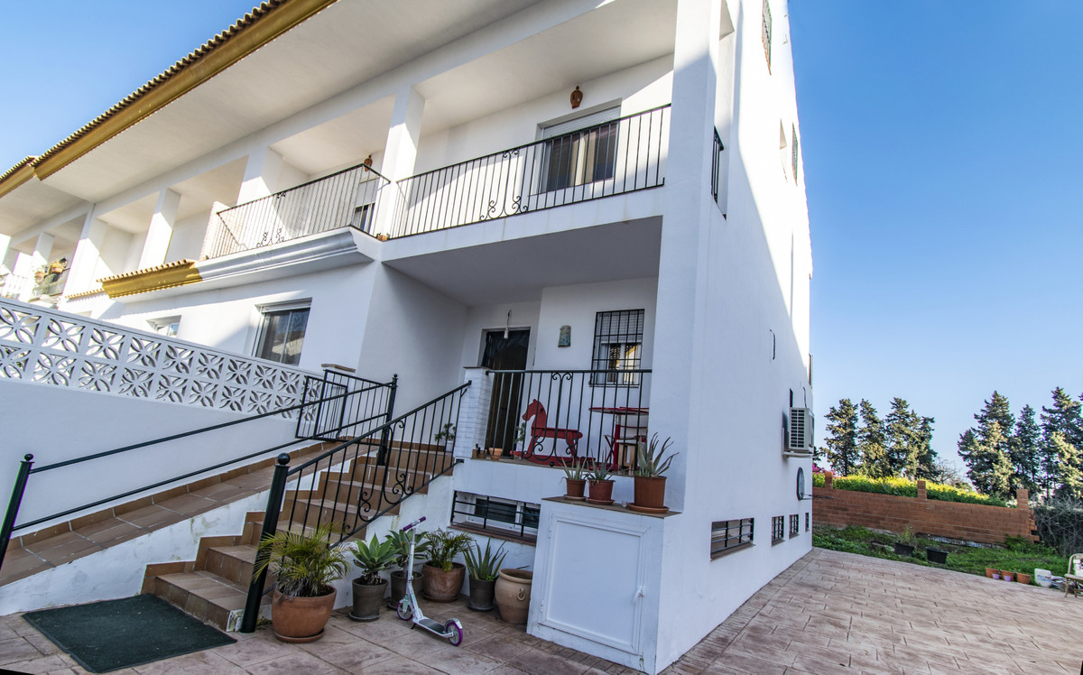 Great property located in an excellent area of San Pedro de Alcantara a few steps from the boulevard, Spain