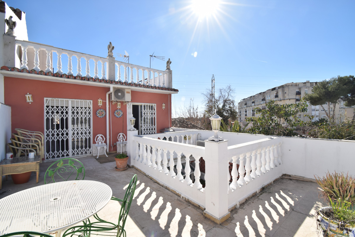 Large house, located in Nueva Andalucia, walking to all kinds of services. The property is divided i,Spain