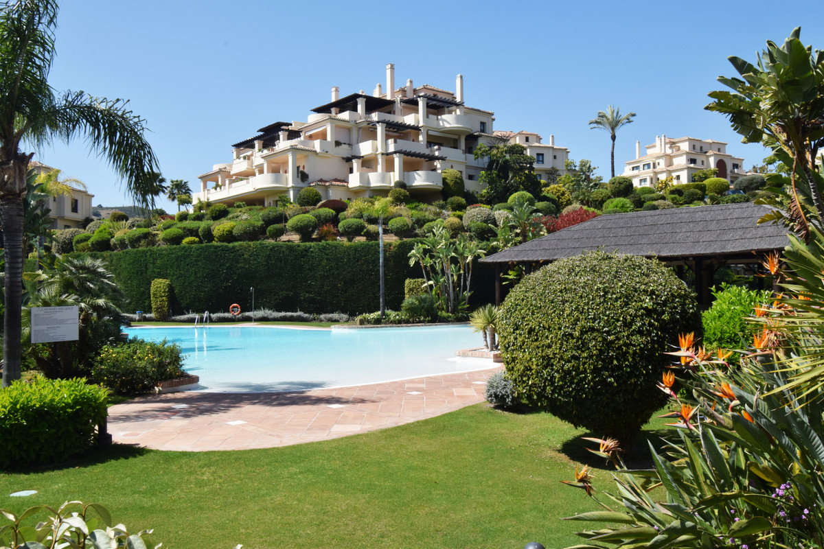 URGENT SALE - Spectacular penthouse with golf views in one of the best urbanizations of the Costa de, Spain